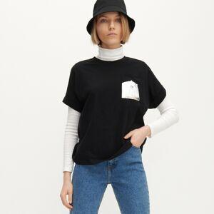 Reserved - Tričko s potlačou na vrecku - Čierna